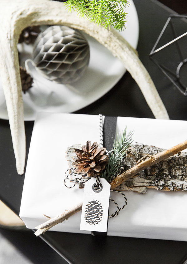 Luonnosta löytyy mitä ihanimpia materiaaleja lahjapakettien koristeluun. Muistathan kuitenkin keräysretkelläsi jokamiehenoikeudet.