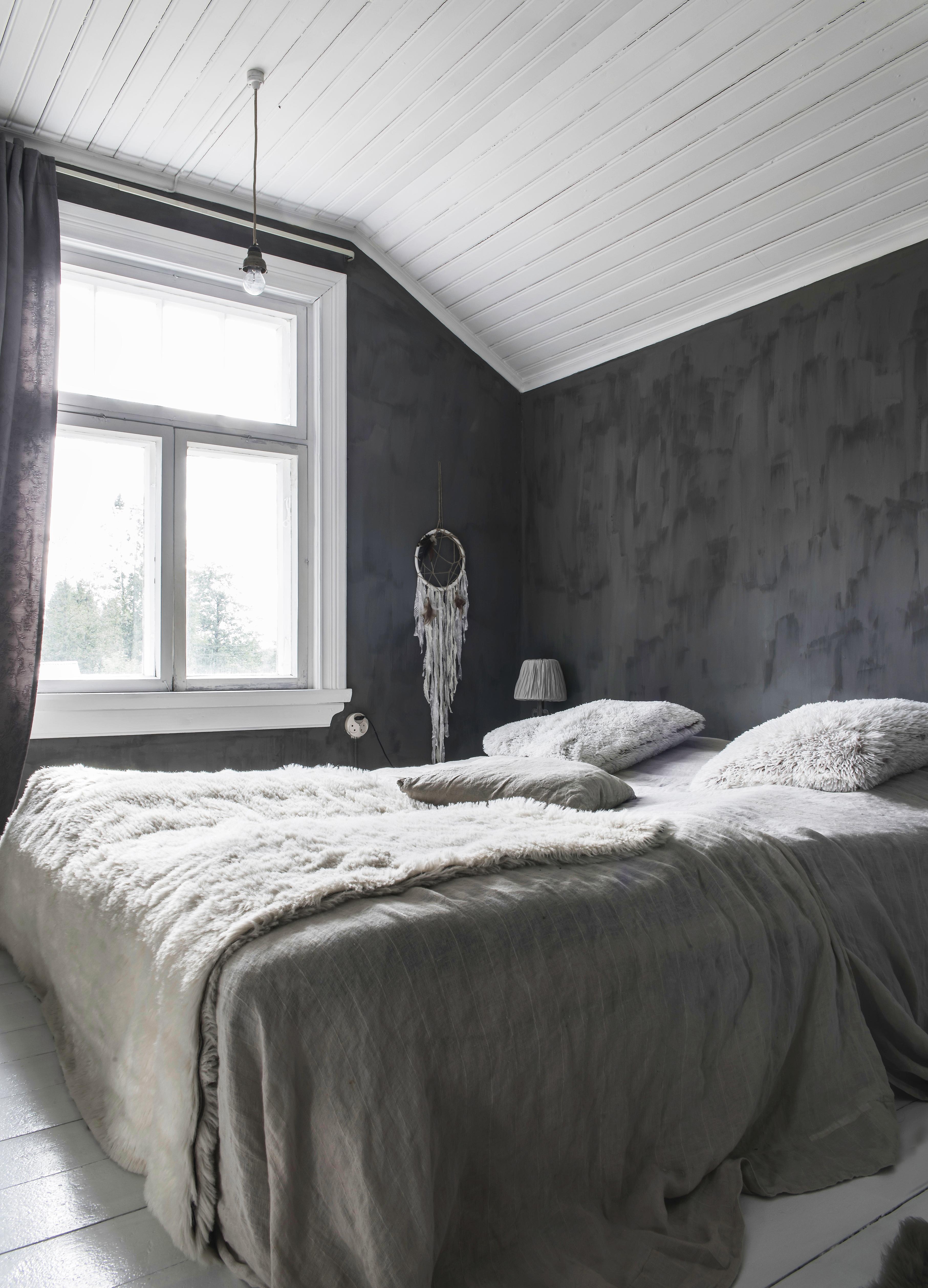 Makuuhuoneen sisustus uusiksi – vinkit kolmelle lompakolle