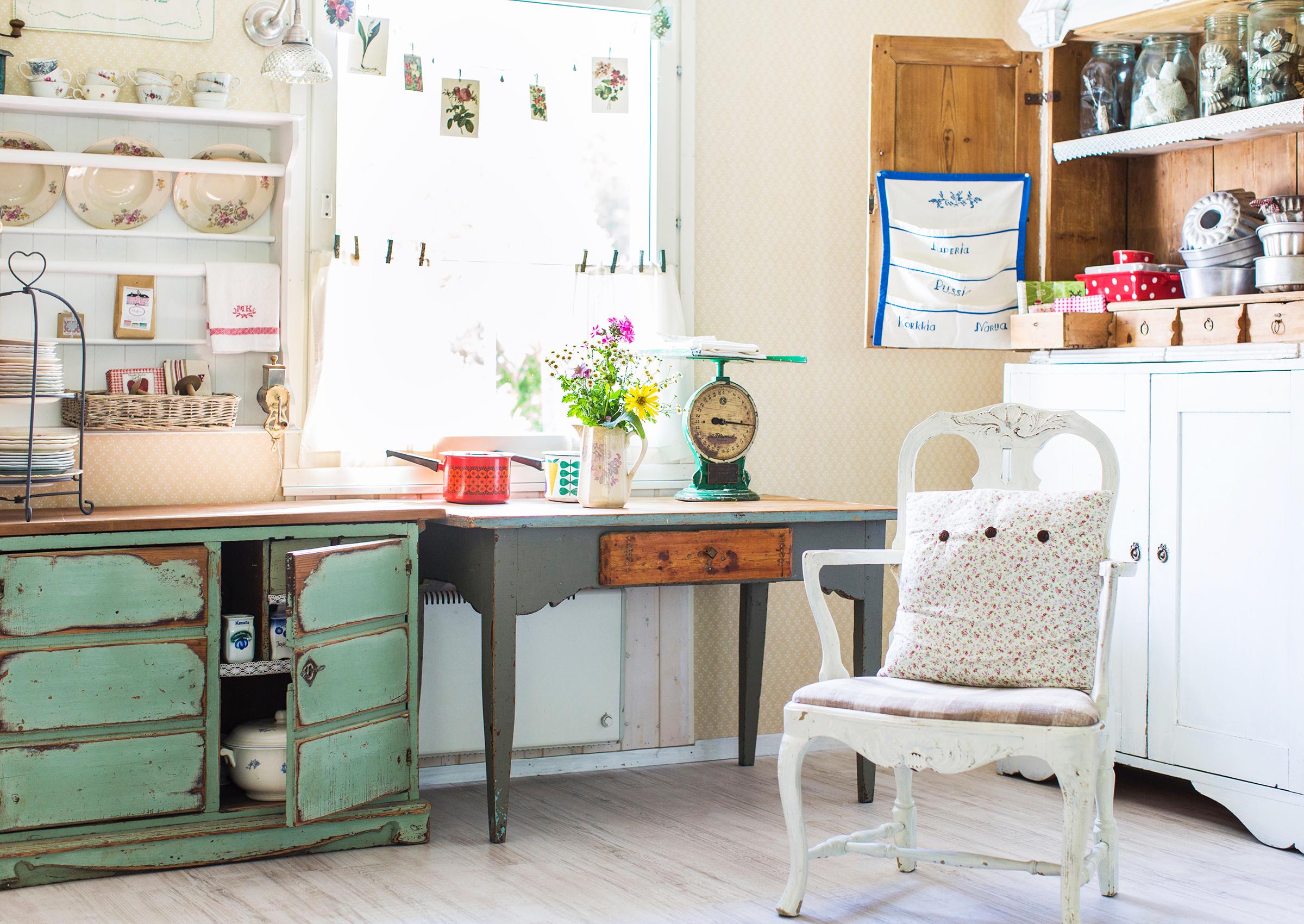 Vanha kaappi – kodin keskipiste täynnä muistoja ja aarteita